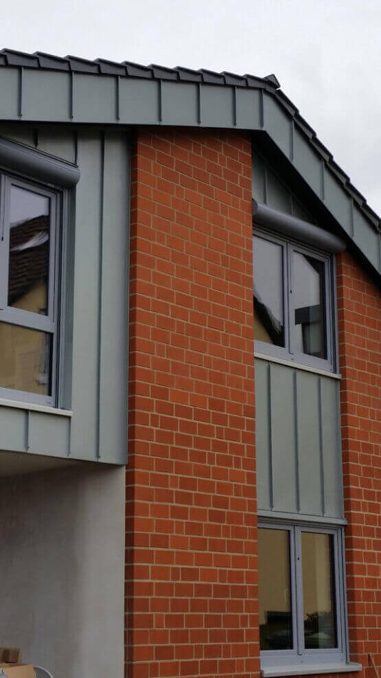 Fenster mit Rolladen