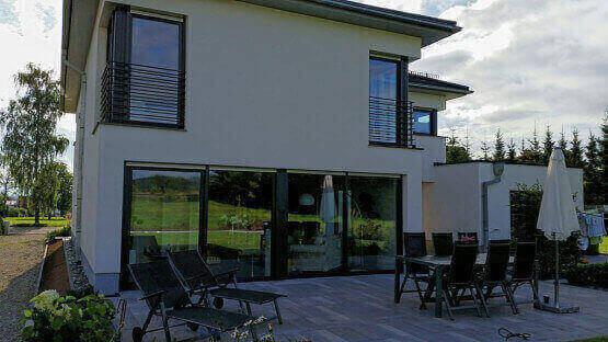 Haus und Terassenfenster