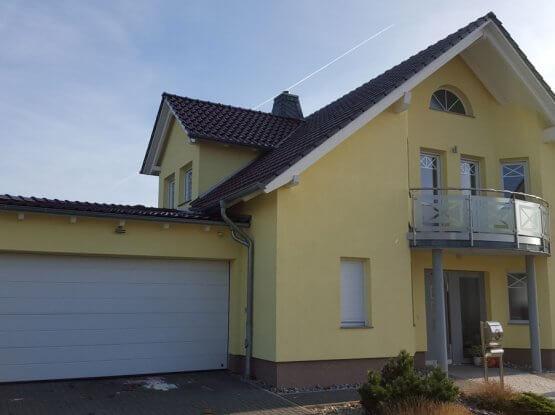 Haustür + Fenster + Garagentor aus einer Hand